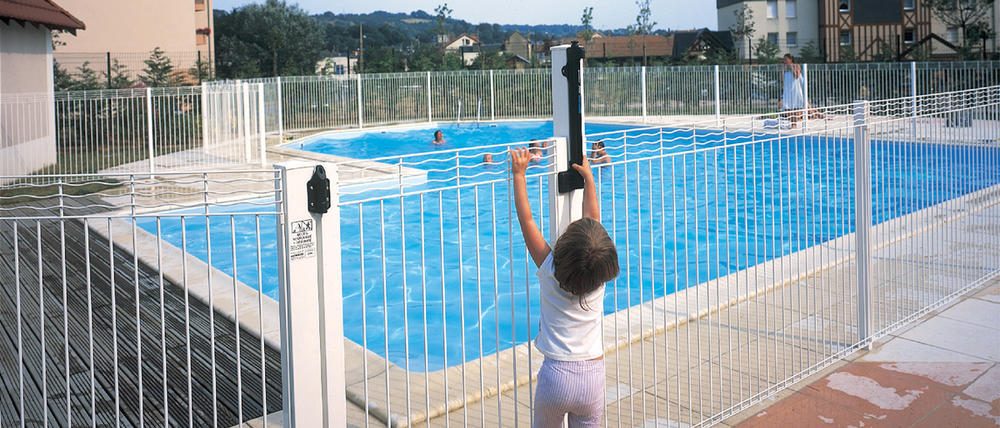 Gamme aquaclo grillages wunschel for Cloture piscine