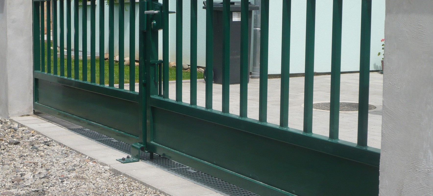 Porte pivotante industrielle tole en partie basse 2